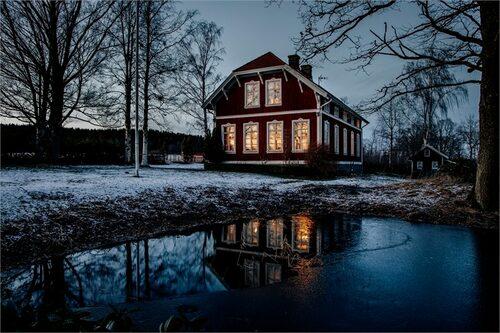 Huset byggdes 1909 och slog upp sina dörrar för skolbarnen året därpå.