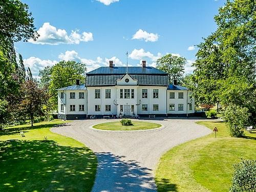 Med rötter i 1600-talet är Ruder Egendom en av Skaraborgs mest anrika herrgårdar.