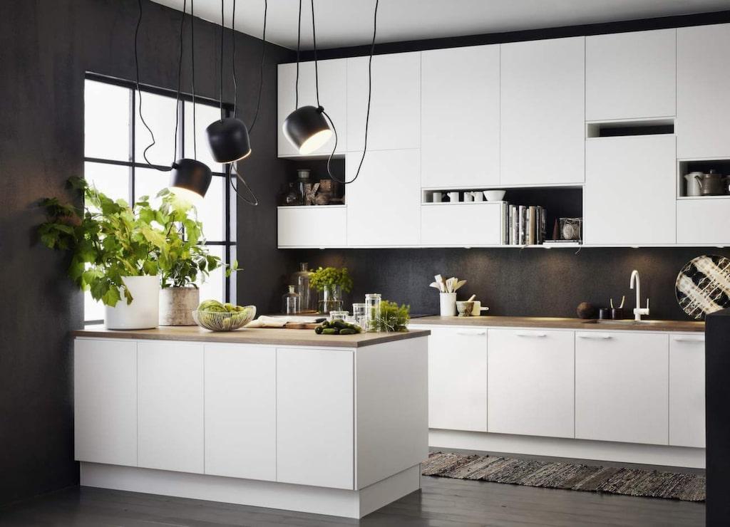 Lys upp! Tänk på att installera både arbetsbelysning och stämningsbelysning. Här inspiration från Ballingslöv.