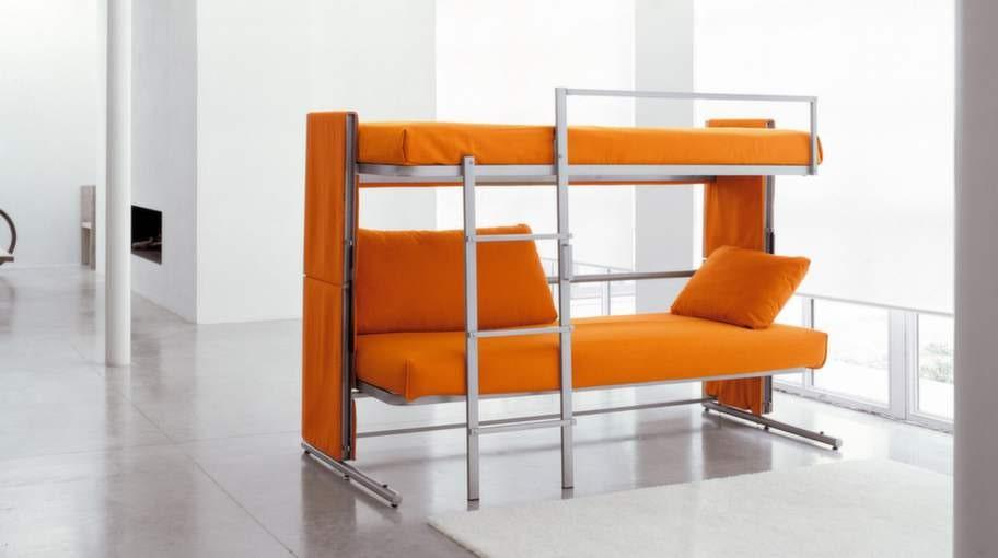 Smart soffa och säng för den som behöver spara plats. Att ha möbler som kan ha två funktioner är ett bra knep för trångbodda.