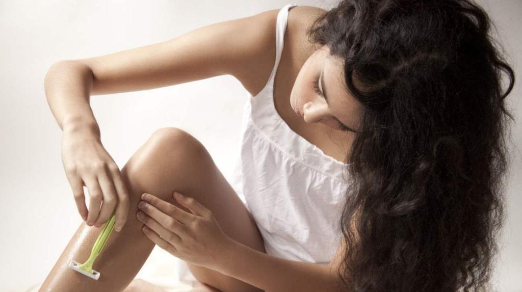 <p>Ett tips är att inte raka dig utan rakkräm. Enbart varmt vatten och tvål räcker inte för att skydda huden.</p>