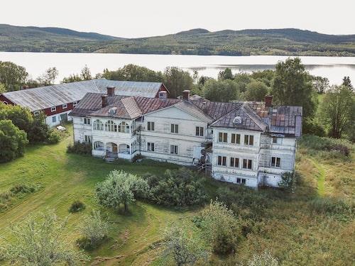 Nu är Logården, i Stöde utanför Sundsvall, till salu för knappt en halv miljon kronor.