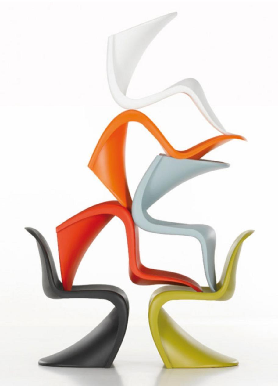 Pantonstolen finns i en mängd färger. Med matt yta kostar stolen cirka 2300 kronor – med högglansig cirka 10400 kronor.