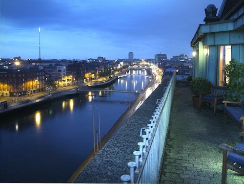 Oslagbar utsikt från Clarence Hotel i Dublin på Irland. Hotellet ägs av U2.