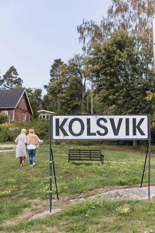 Kolsvik är en gammal by på Yxlan i Stockholms skärgård med endast 400 åretruntboende.