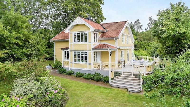 Huset är 185 kvadratmeter och rymmer sju rum.