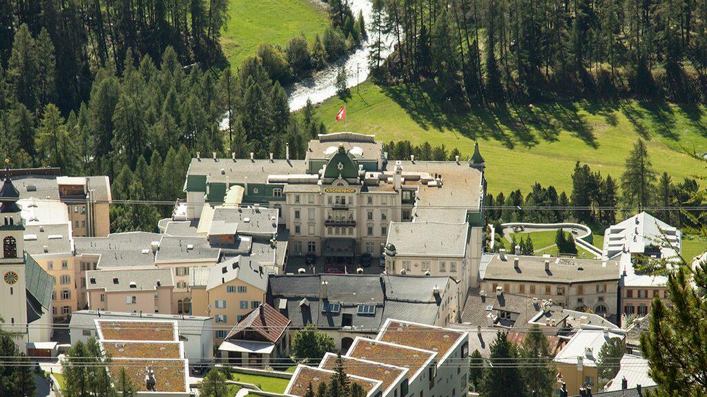 Grand Hotel Kronenhof i Pontresina liknar mer ett slott än ett hotell.
