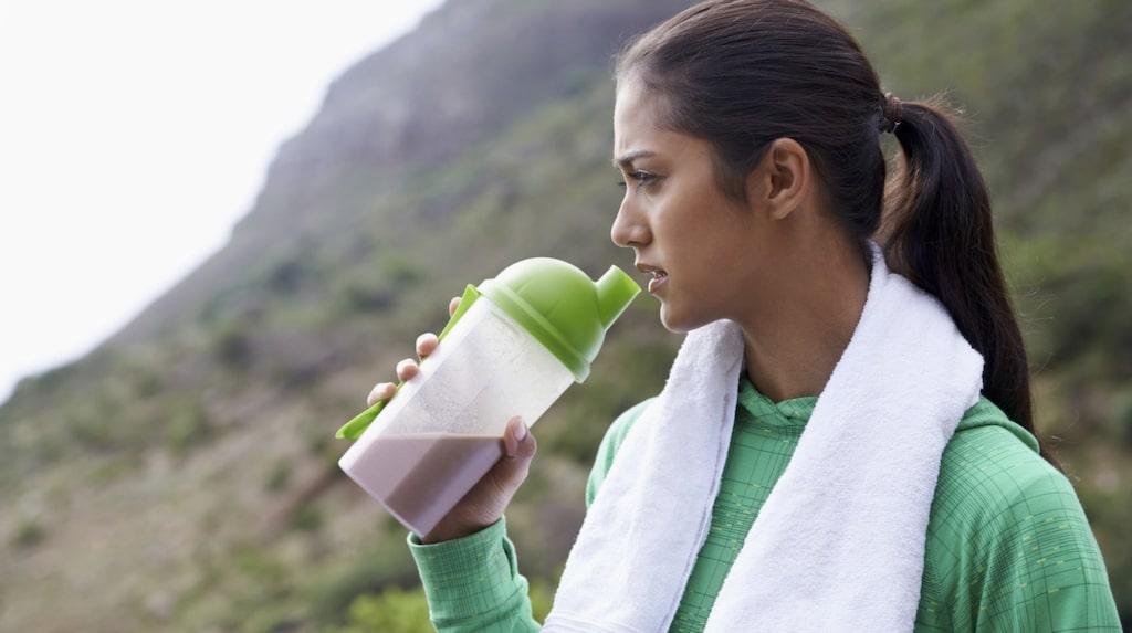 Det kan vara svårt hur man ska ladda inför ett träningspass rent matmässigt. Här ger experten Jill Holmström sina tips.