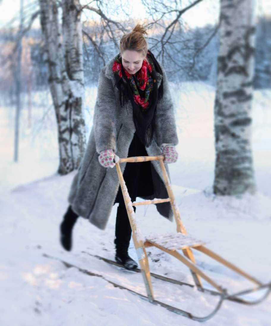 Varför inte ta en tur med sparken eller en sväng i pulkabacken, om det finns snö?