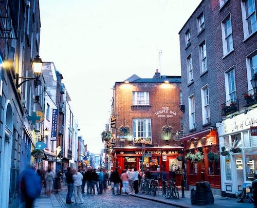 Temple Bar-området är Dublins mest besökta. Om kvällarna blir det trångt och livligt.