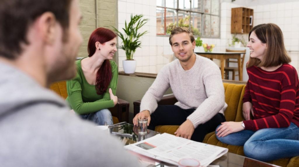 Kollektiv, studentkorridor, vara inneboende... det finns många sätt att bo ihop.