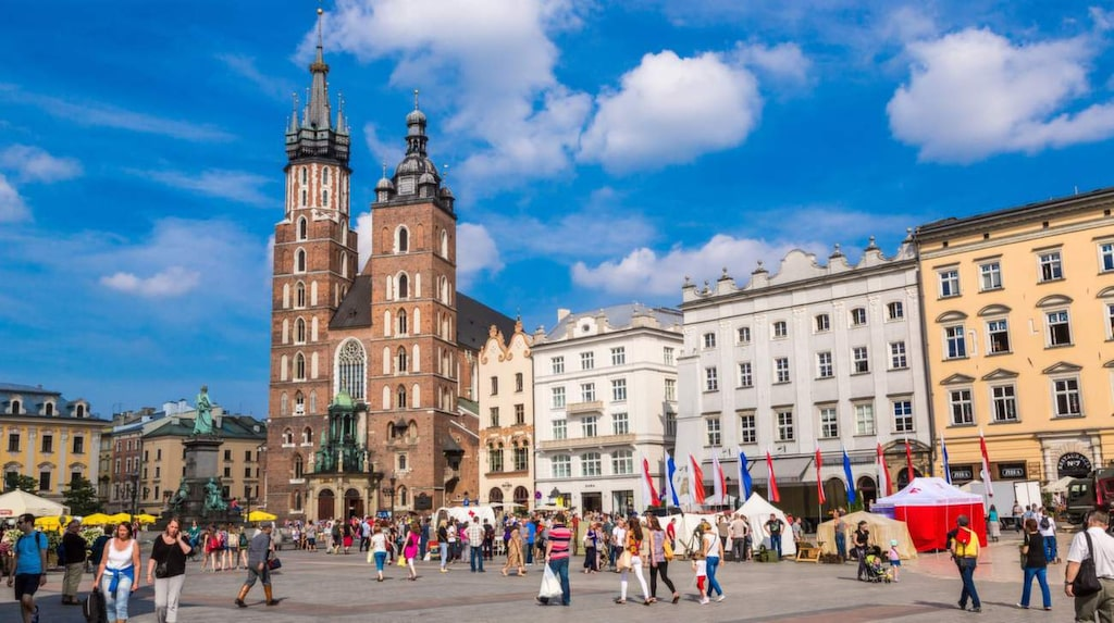Men stressa inte med sevärdheterna. I Krakow är det skönast att mest flanera, fika och festa.