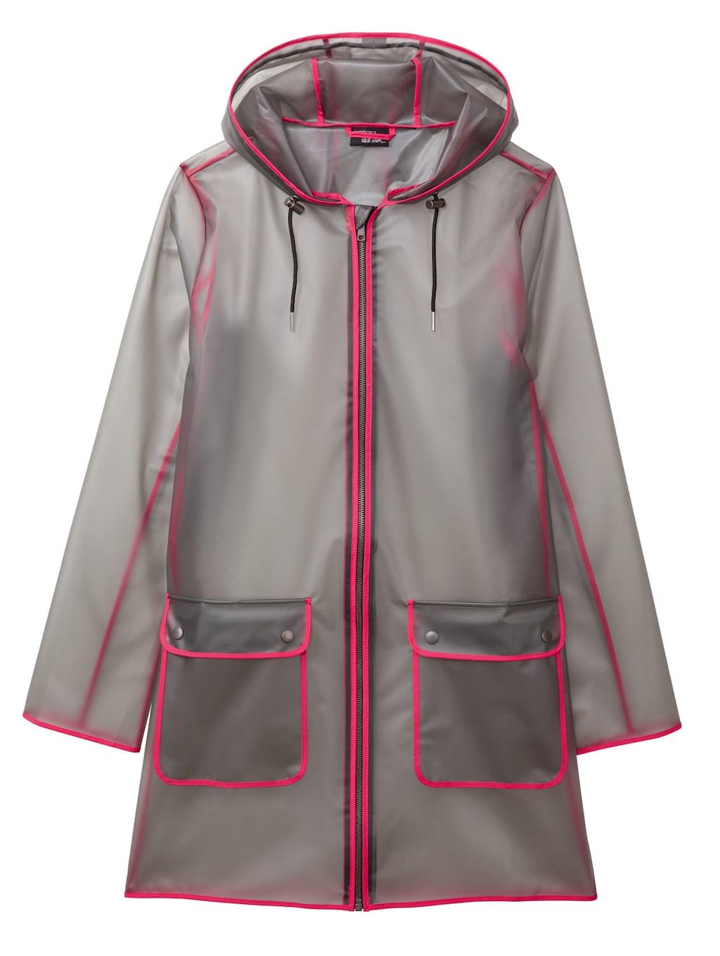 Transparent regnjacka med rosa detaljer.