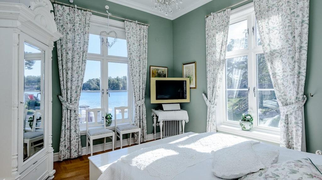 Även från sovrummen är utsikten magisk.