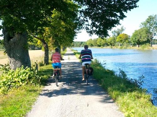 Pittoreska cykelvägar längs Göta kanal.