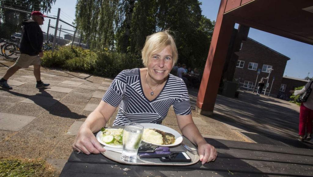 """<p><strong>Anna Östlund, 48, informations-ansvarig, Borlänge:</strong><br>""""Jag gör inget annat än jag alltid gör. Jag äter sunt, sover och tränar. Dottern är sällan sjuk, hon äter och sover bra hon med"""".</p>"""