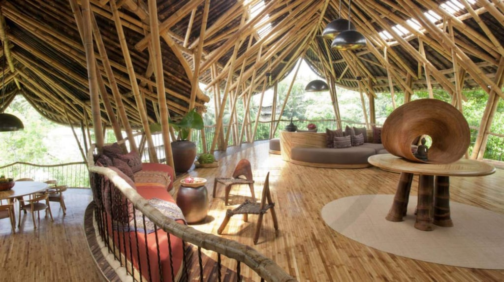 Elora Hardy är designern bakom huset, som är byggt i bambu.
