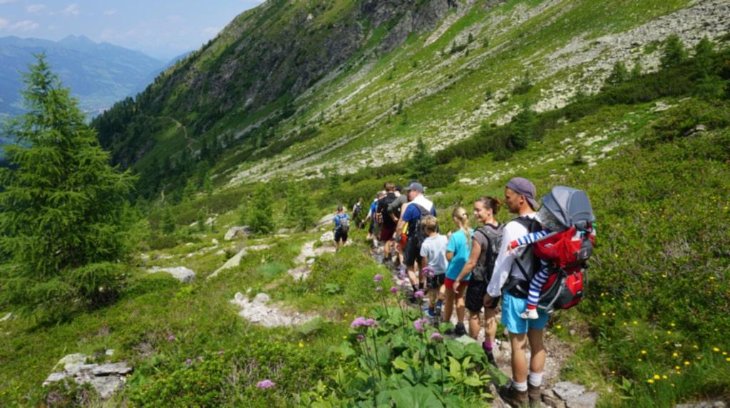 Att vandra med bergsguide ger energi och nya upptäckter.
