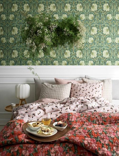 Hildasholms prunkande trädgård i barockstil har gett mönster åt bland annat sängkläder i kollektionen med samma namn.