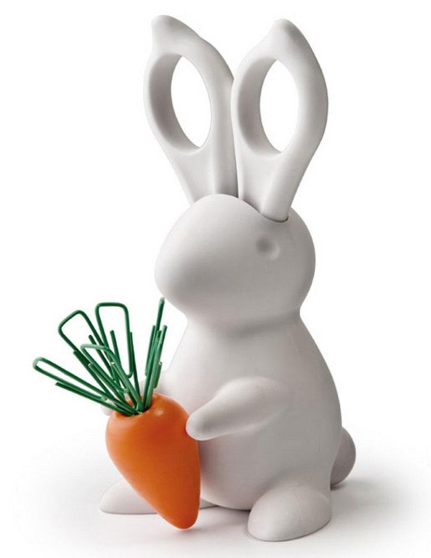 En vass kanin Gullig kanin vars öron är en sax och där moroten fungerar som en magnet för lösa gem. Höjd cirka 14 centimeter, 159 kronor, favoritsaker.se.