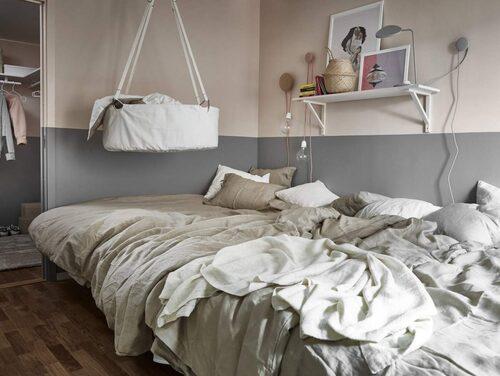 Det lekfulla hemmet med en säng där hela familjen får plats.