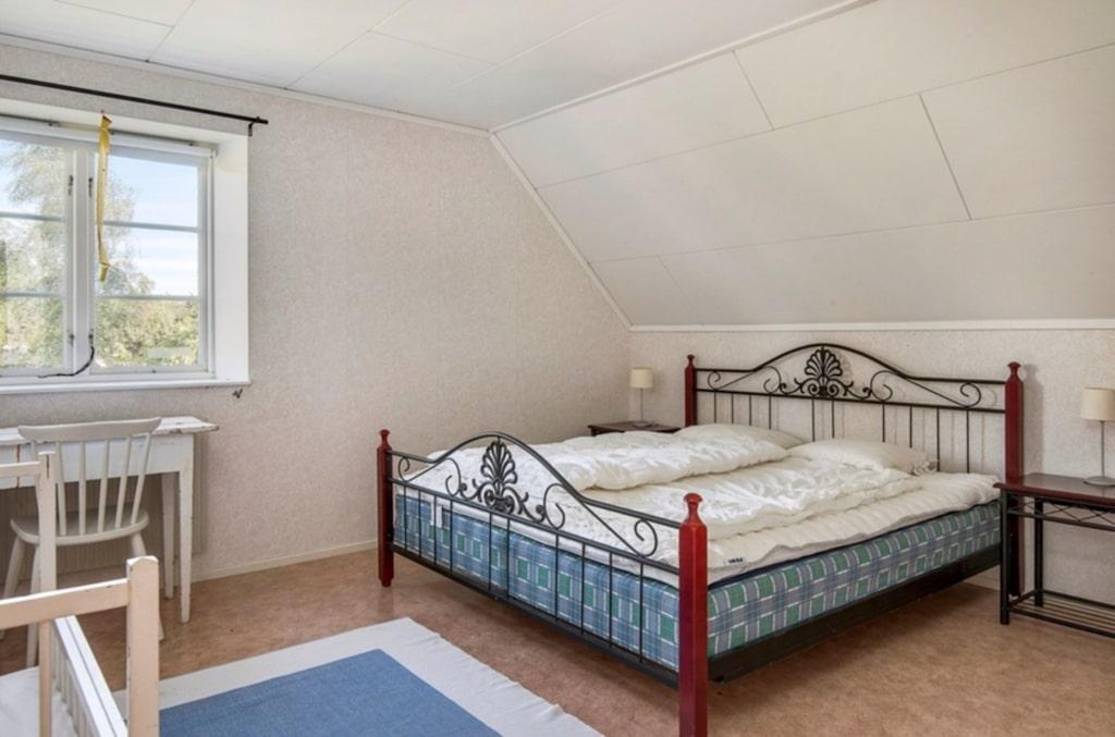 Ett av sovrummen på övervåningen.