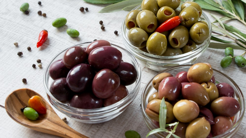 """""""Har oliven ett skal, och skall man då undvika att äta oliver?"""", undrar en läsare med magproblem."""