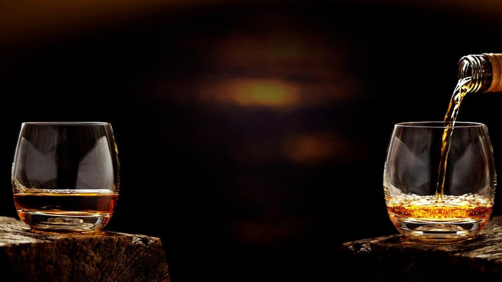 Nu finns världens första whisky som skapats av artificiell intelligens.