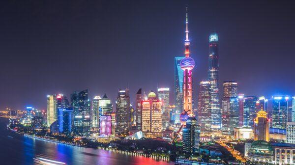 Stora, höga byggnader i Shanghai.