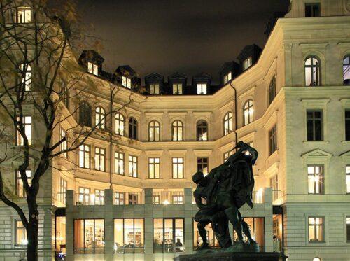 Lydmar hotel har ett ultimat läge mitt i Stockholm.