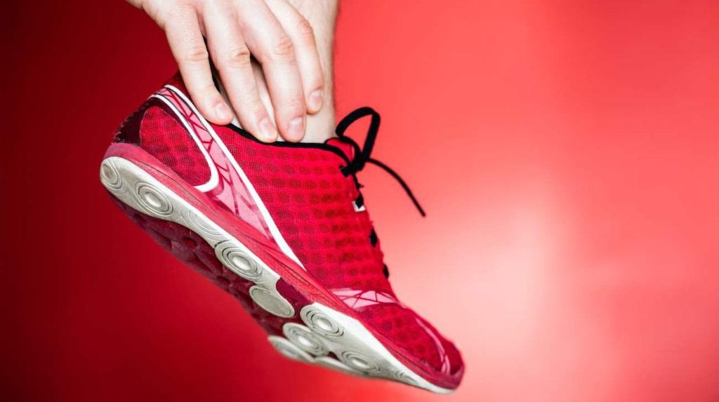 <p>Nya träningsskor kanske? Då är det inte ovanligt med skoskav och blåsor.</p>