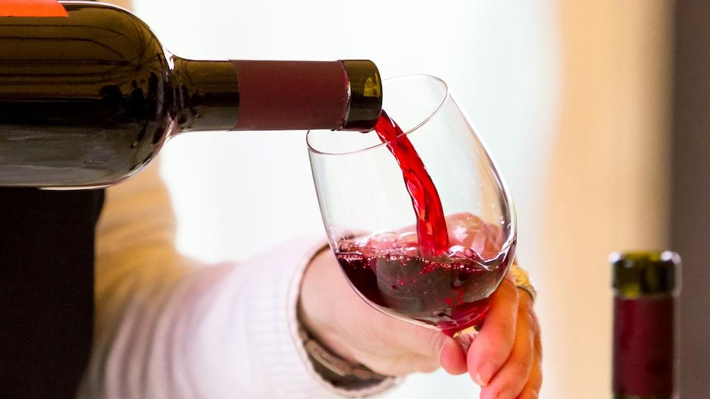 Fyll aldrig mer än en fjärdedel i glaset på en finare middag
