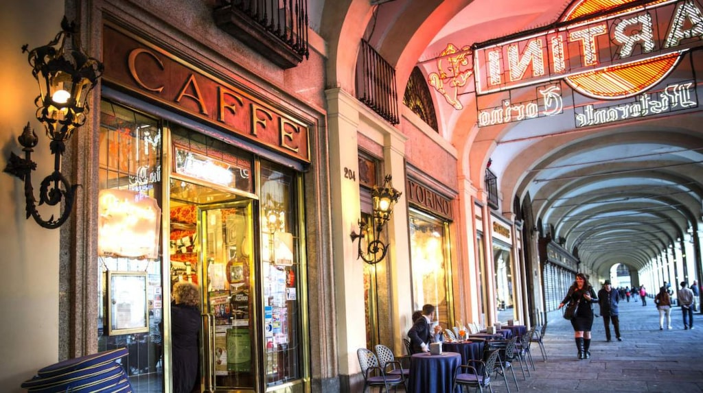 Fika som förr. Ett av de gamla bevarade orginalkaféerna i Turin, Caffé Torino från 1903.