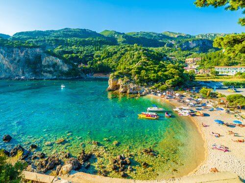 Korfus mest natursköna plats är stränderna i Paleokastritsa.