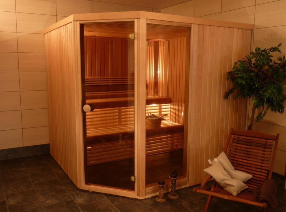 Inomhusbastu Exklusiv Al (47 Rak)<br>Kapacitet: 7-10 personer. Yttermått: 204x220x220 centimeter. Aggregat: 8 kW. Dörr: Härdat brons eller klarglas. Material i vägg: Alpanel. Material på lavar/bänkar: Asp. Lägsta rumshöjd för montage: 2,0 meter.<br>Exklusiv Al levereras i byggsats, uppbyggd av smala väggsektioner som kan bäras ner i källaren eller upp på vinden. Vägg- och takblock är isolerade med 45 millimeter isolering. Golvrammen har justerbara fötter. Rummet kan förstoras eller förminskas i 80 millimeter steg. Basturummet kan byggas på färdigt golv.<br>Cirkapris: 32 000-37 000 kronor (beroende på tillval)
