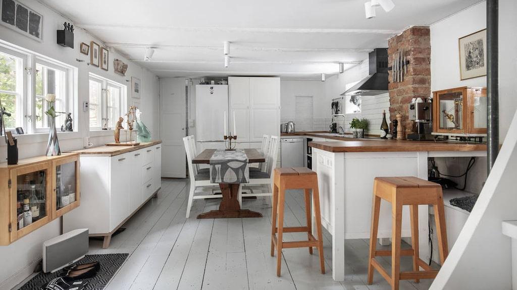 Köket, tillsammans med badrummet, var den ursprungliga bostaden i huset. Då var lägenheten på 24 kvadratmeter.