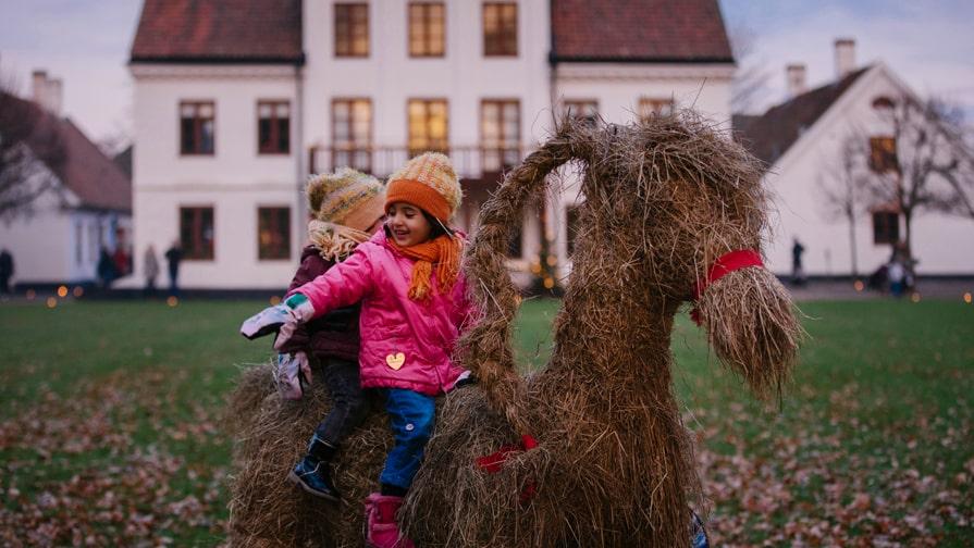 Barnanöje till jul i Helsingborg: halmbocksritt.