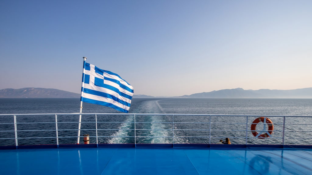 Målet är att färjetrafiken mellan Grekland och Cypern ska vara i gång redan till sommaren.