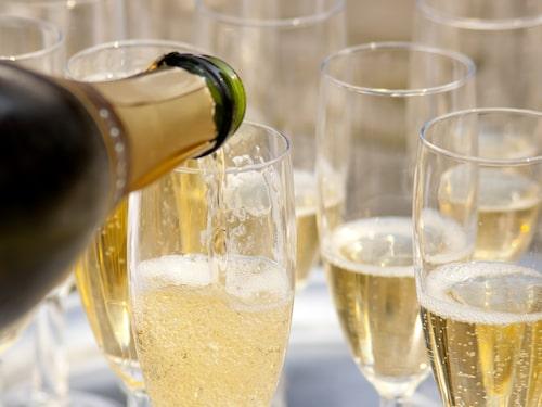 Håkan Larsson njuter gärna av äkta bubblor från Champagne på nyårsafton.