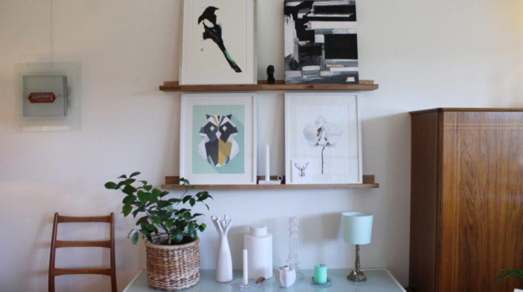 Med tavellister är det lätt att snabbt variera sin konst på väggen.