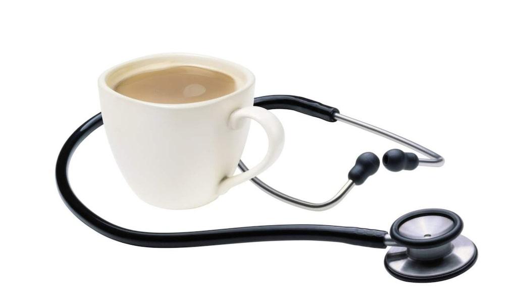 Tre till fem kaffekoppar om dagen kan minska risken för hjärtkärlsjukdomar, enligt ny studie som publicerats i tidskriften Heart.