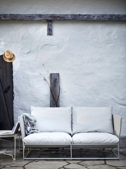 Säljstart april 2018. Havsten 2-sits soffa, inom-/utomhus. B165×D94, H90 cm. Beige.