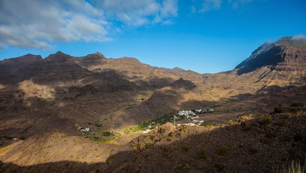 Trots att den södra delen av Gran Canaria är så torrfinns det vatten på sina håll – och då bor det nästan alltid folk där.