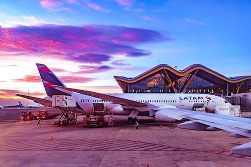 Madrids Barajas Airport är en av de flygplatser som piloten Patrick Smith menar är extra utmanande att navigera på.