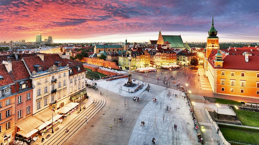 Mellan kullerstenarna och betongen träder Warszawas personlighet fram.