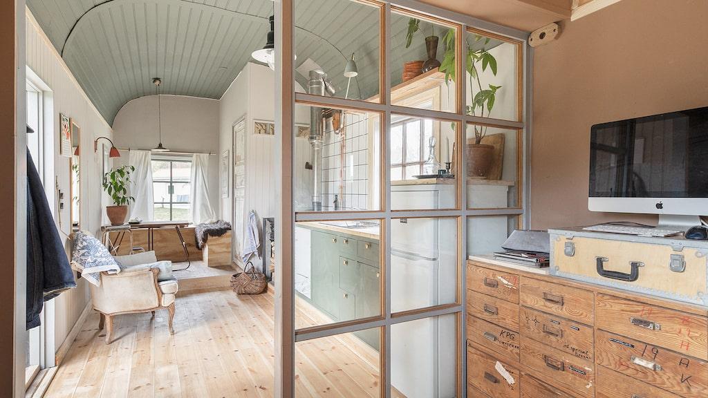 I det här minihuset, eller tiny house som det också kallas, finns allt man behöver i ett hem.
