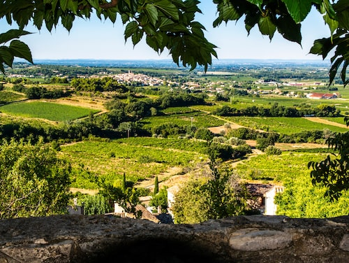 Utsikten över dalgångens vinfält från byn Séguret, en av de vackraste byarna i Vaucluse.
