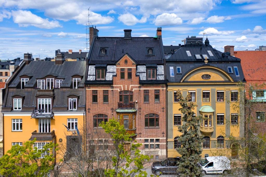 Det här huset ser ut som ett vanigt lägenhetshus – men faktum är att det är en enda bostad. Nu är den till salu.