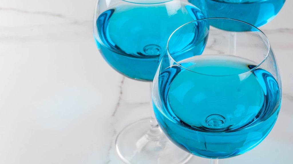 Man kan inte färga sitt vin blått precis hursomhelst.