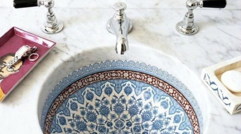 Ett handfat i mosaik – trendigt värre.